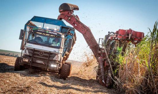 Mercedes e Grunner lançam caminhão com direção autônoma